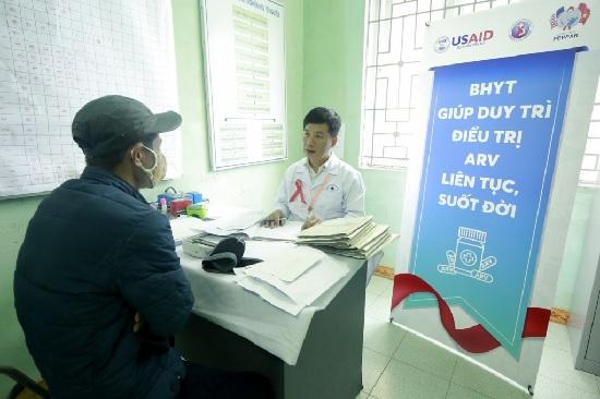 Hướng dẫn chuyển tuyến khám chữa bệnh BHYT cho người nhiễm HIV