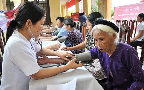 Đề xuất nâng mức hỗ trợ đóng để 100% người cao tuổi có thẻ BHYT